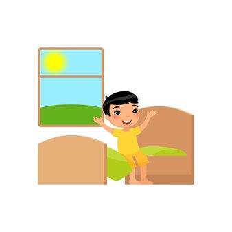 Kind zit in zijn bed en strekt zich uit