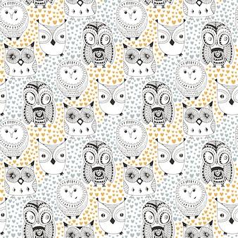Kinderachtig patroon met grappige uil. krabbelhand getrokken naadloze leuke vogels. vectorachtergrond voor textieldruk of kleurende boekpagina's