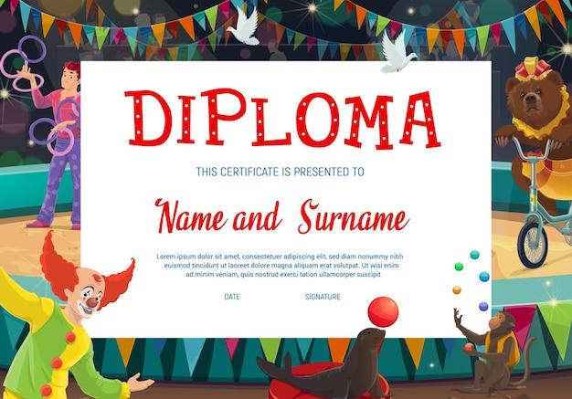 Kinderdiploma met shapito-circuspodium en artiesten. onderwijsdiploma van schooldiploma, certificaat van prestatie of waardering met cartoonclown, jongleur, getrainde beer en aap