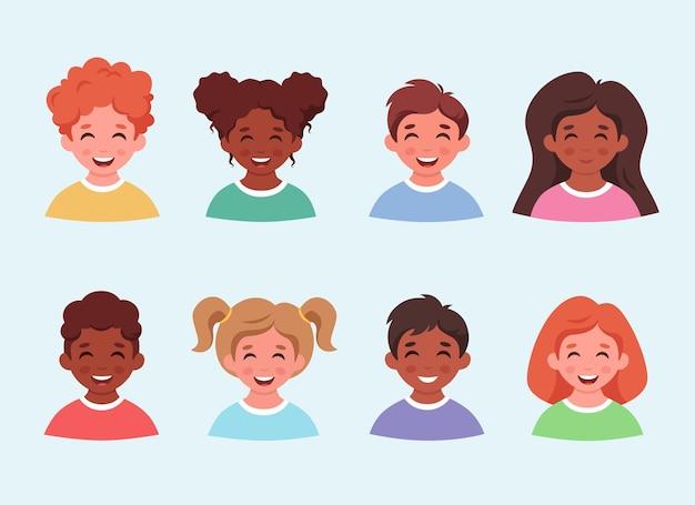Kinderen avatars en portretten set kleine jongens en meisjes van verschillende etiniteiten