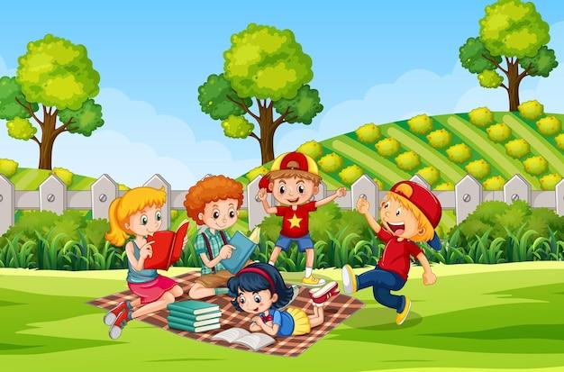 Kinderen bij de achtergrond van de ourdooraard