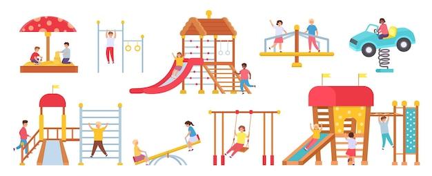 Kinderen bij speeltoestellen. jongens en meisjes spelen in speelhuis. kinderen op schommels, glijbaan, carrousel en zandbak. kleuterschool vector set. illustratie speeltoestellen, meisje en jongen