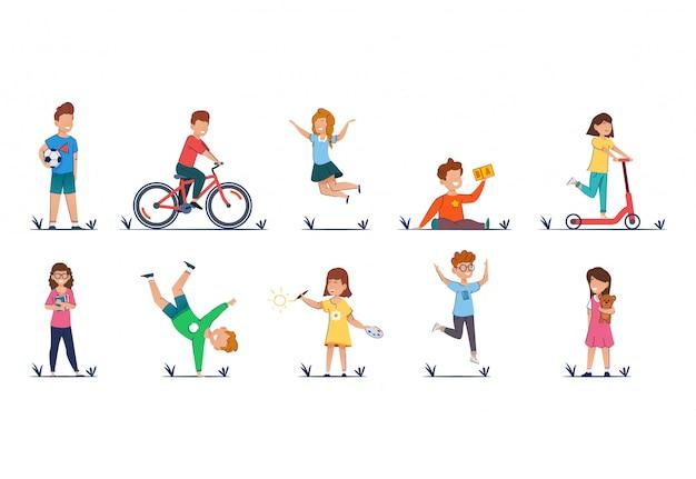 Kinderen cartoon vectorillustratie in casual kleding grappige kinderen buiten spelen.