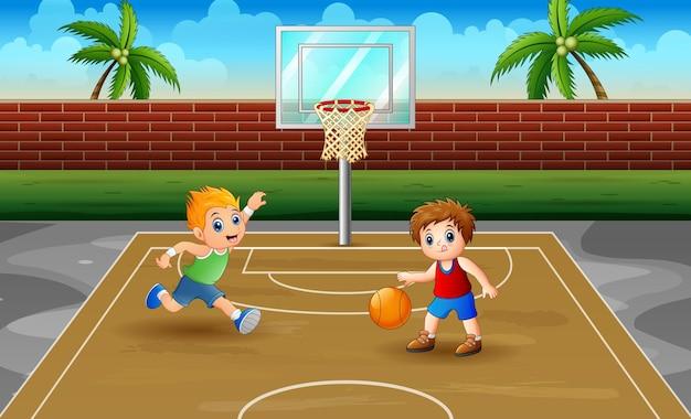 Kinderen die basketbal spelen bij de illustratie van het hof