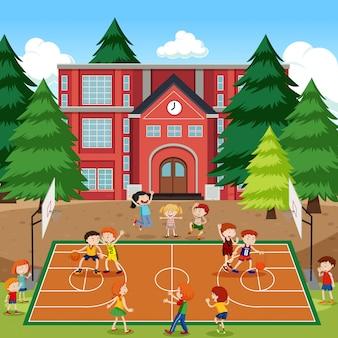 Kinderen die basketbalscène spelen