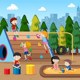 Kinderen die bij de speelplaatsillustratie spelen