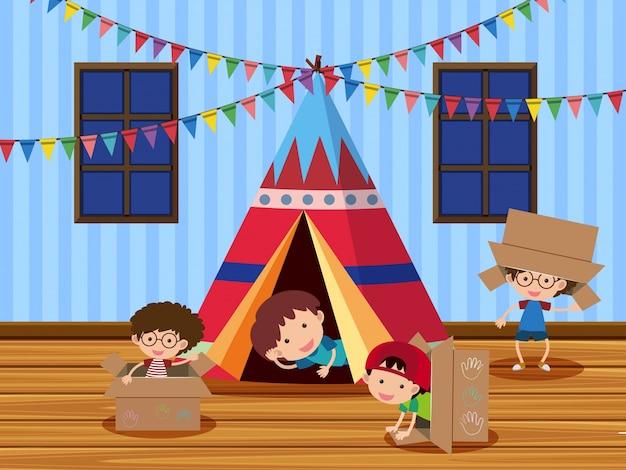 Kinderen die in de tent spelen