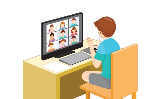 Kinderen die online met desktopcomputer, sociaal afstandsconcept, online leren leren