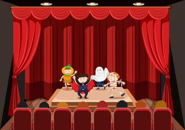 Kinderen die op het podium optreden