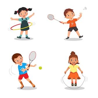 Kinderen die verschillende soorten sporten spelen, zoals hoelahoep, badminton, tennis en touwtjespringen