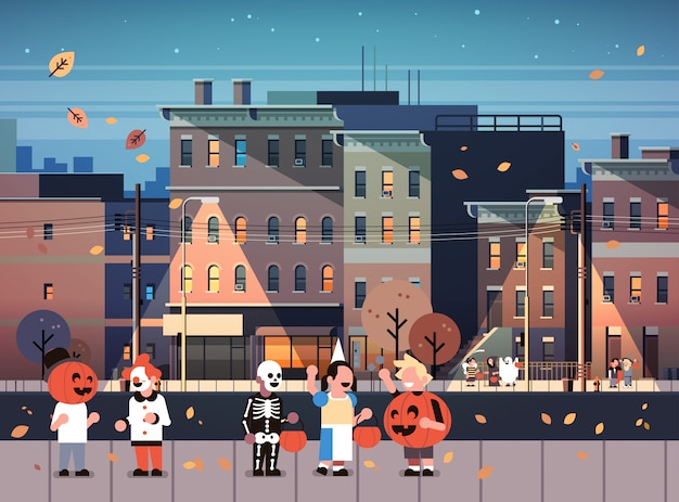 Kinderen dragen monsters kostuums wandelen nacht stad achtergrond
