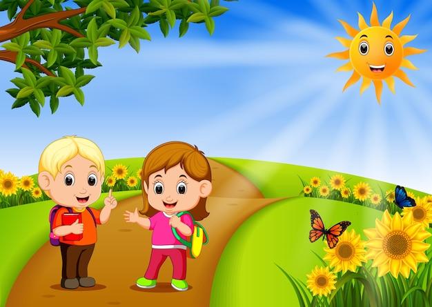 Kinderen gaan naar school met prachtige natuurtuin