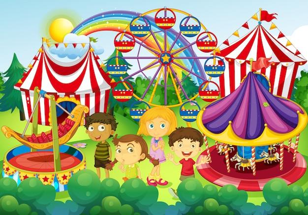 Kinderen hebben plezier in het circus