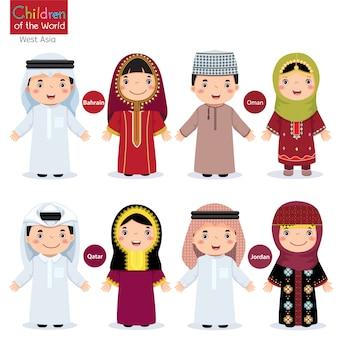 Kinderen in verschillende traditionele kostuums (bahrein, oman, qatar, jordanië)