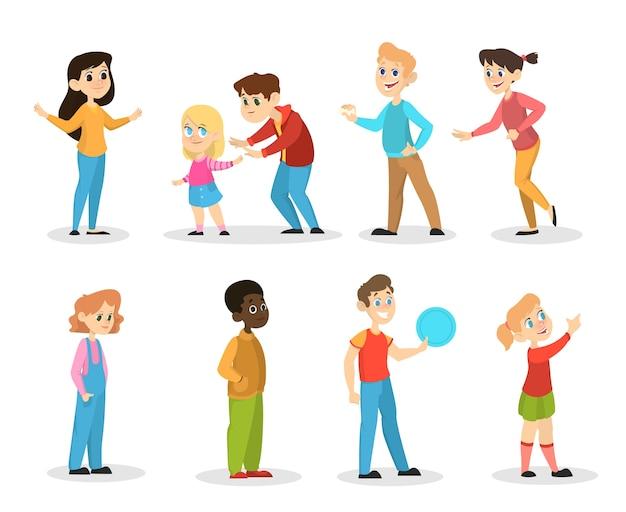 Kinderen instellen. meisje en jongen staan en glimlachen