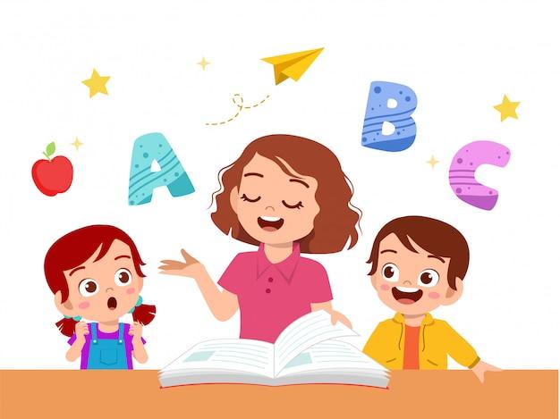 Kinderen jongen en meisje studeren met leraar