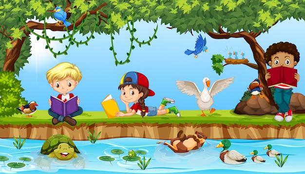 Kinderen lezen boek nexe naar de rivier