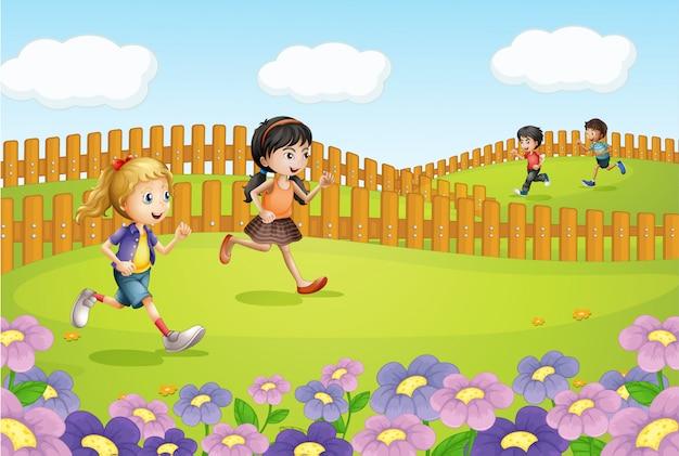 Kinderen lopen op een veld