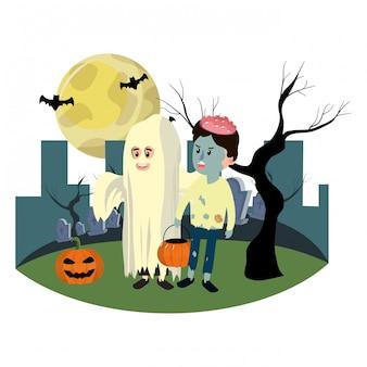 Kinderen met grappige kostuums en volle maan