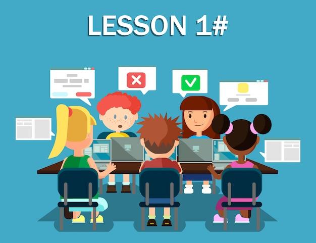 Kinderen met laptops delen media-informatie.
