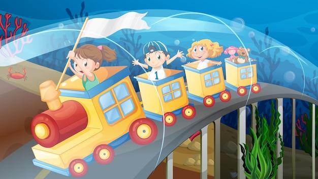 Kinderen rijden op de trein in de tunnel