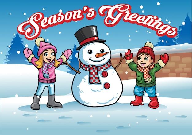 Kinderen speelt met sneeuwpop