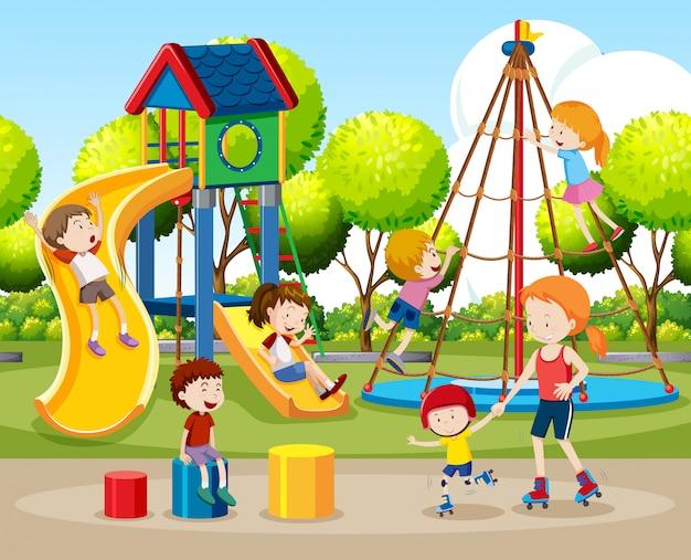 Kinderen spelen buitenshuis scène