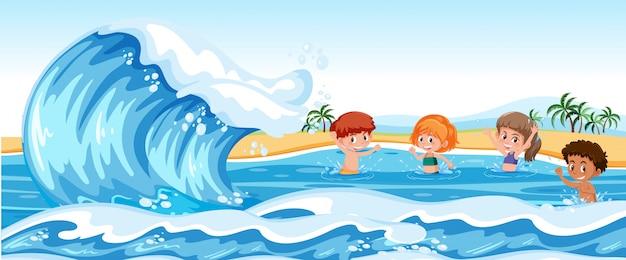 Kinderen spelen in de zee