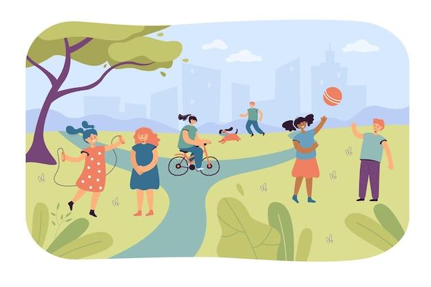 Kinderen spelen in stadspark. platte vectorillustratie
