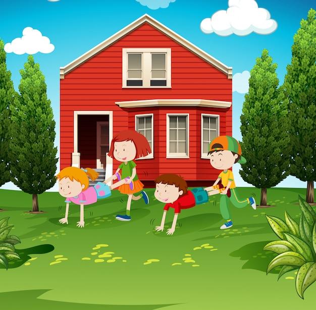 Kinderen spelen kruiwagen in de tuin
