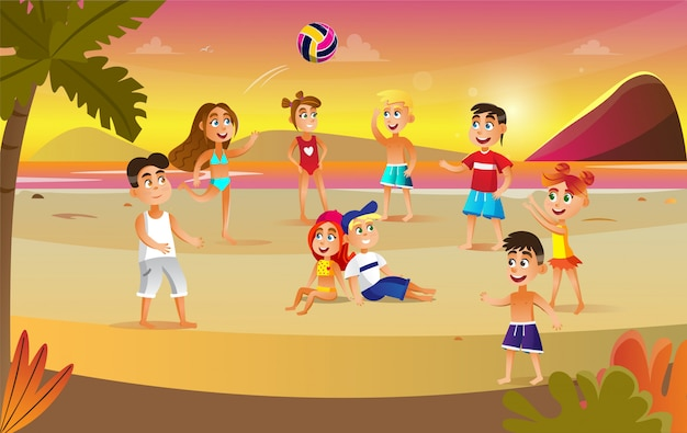 Kinderen spelen met bal op strand op zonsondergang.