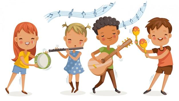 Kinderen spelen muziek. jongens en meisjes zijn blij met de melodieën