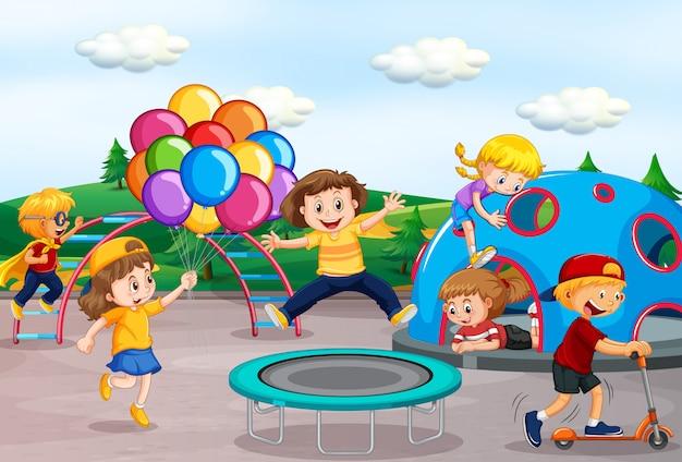 Kinderen spelen op speelplaats