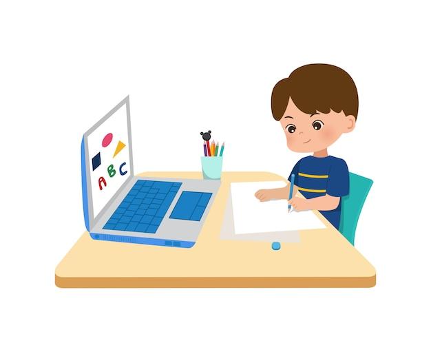 Kinderen thuis scholing concept. online onderwijs thuis midden in de corona pandemie. weinig jongensgebruikende laptop voor online school in nieuw normaal tijdperk. vlakke stijl geïsoleerd op een witte achtergrond.