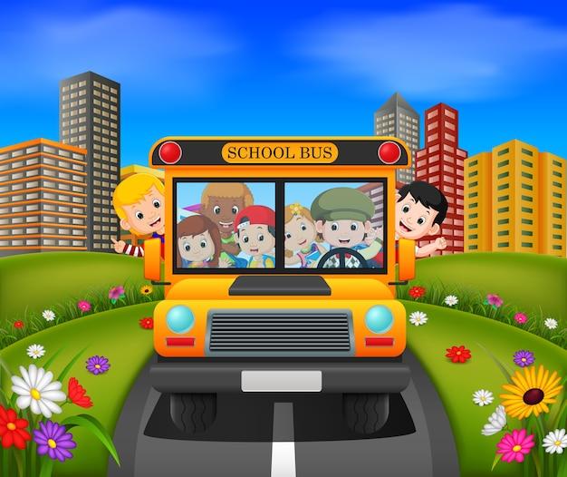 Kinderen van een schoolbus