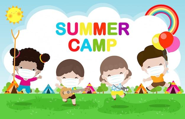 Kinderen zomerkamp voor nieuwe normale levensstijl concept illustratie, kinderen dragen een chirurgisch beschermend medisch masker om coronavirus of covid-19 poster flyer te voorkomen