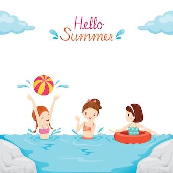 Kinderen zwemmen, spelen water in de zee