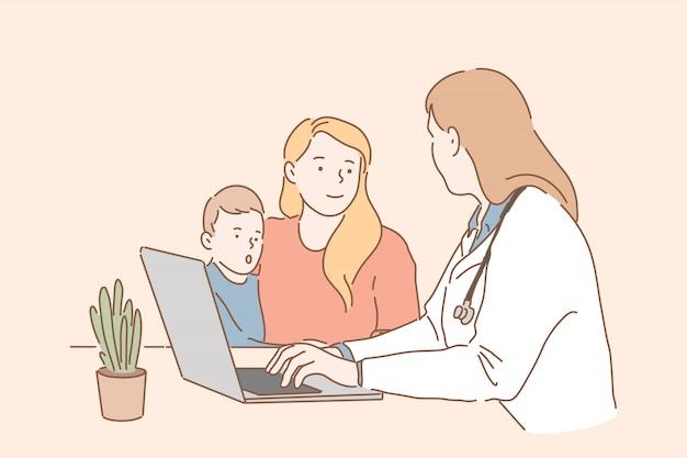 Kindergeneeskunde, kindergezondheidszorg. een jonge moeder met een klein kind bracht een bezoek aan de kinderarts. een vrouwelijke arts vertelt haar moeder hoe ze haar zoon moet behandelen. eenvoudig plat