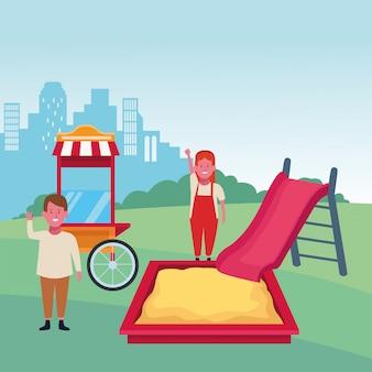 Kinderstreek, gelukkige jongen en meisje met glijsandbox en voedselcabinespeelplaats