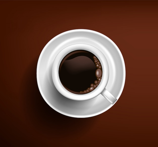 Klassieke witte kop van koffieamericano op een chocoladeachtergrond. uitzicht van boven