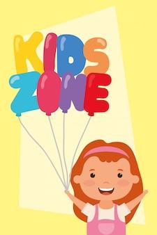 Klein meisje met kinderen zone ballonnen helium