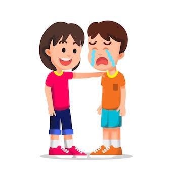 Klein meisje probeert haar huilende vriend te kalmeren