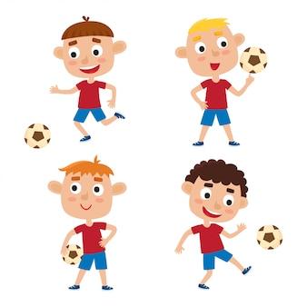 Kleine blonde jongens in shirt en korte set