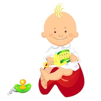 Kleine jongen met een rammelaar in zijn hand glimlachend zittend op de pot bij de tepel is