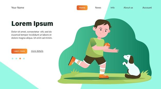 Kleine jongen speelt met hond. leerling, puppy, bal platte vectorillustratie. dieren en jeugdconcept websiteontwerp of bestemmingswebpagina