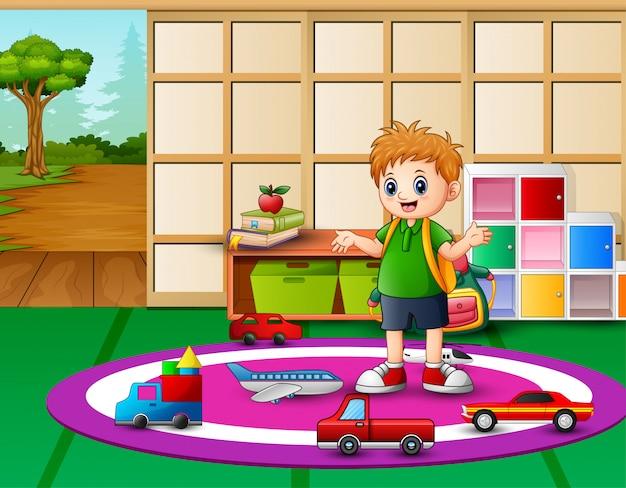 Kleine jongen spelen in de kleuterschool