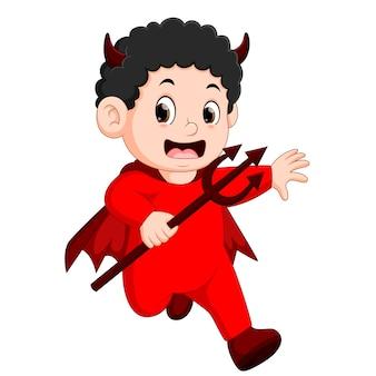 Kleine kinderen in halloween rode duivel kostuum