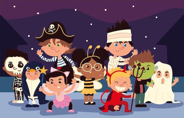 Kleine kinderen met kostuums