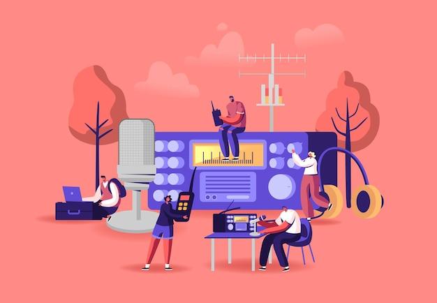 Kleine mannelijke en vrouwelijke personages radioamateurs bij enorme ontvanger. mannen en vrouwen die walkie talkie gebruiken, programma-uitzendingen, muziek luisteren en radiosignaal zoeken. cartoon mensen vectorillustratie