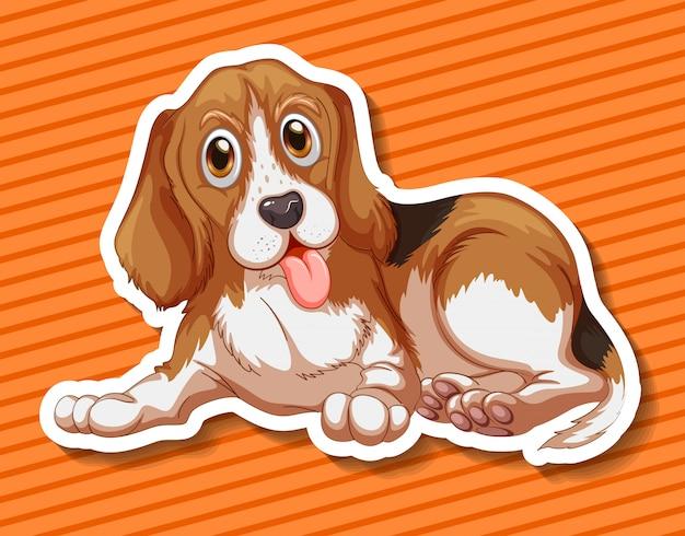 Kleine puppyzitting op oranje achtergrond